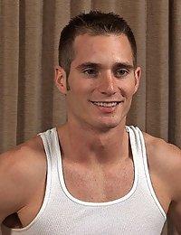 Straight Hunk Riley (Sean Cody)