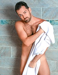 Hot hairy man gets off